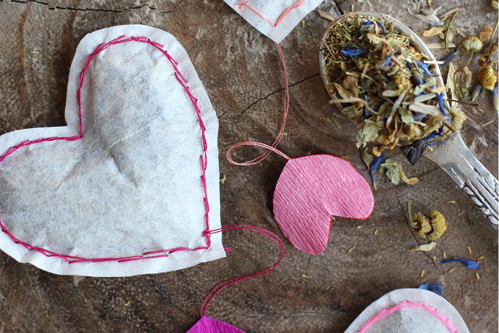 Heart shaped tea bags as quirky wedding favours
