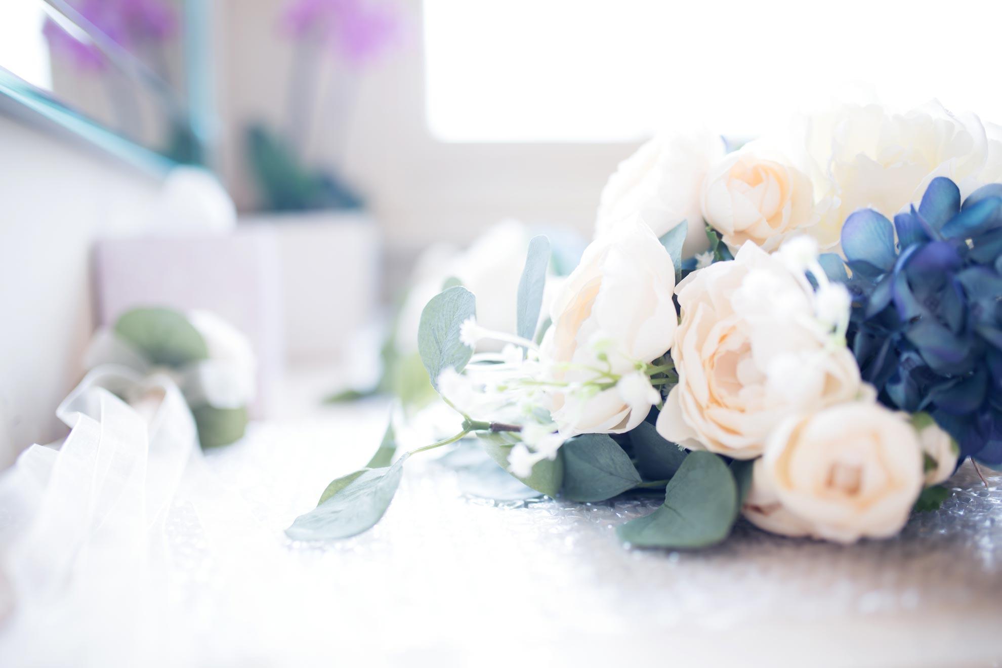 Beautiful wedding flowers with blue wedding theme - wedding ideas