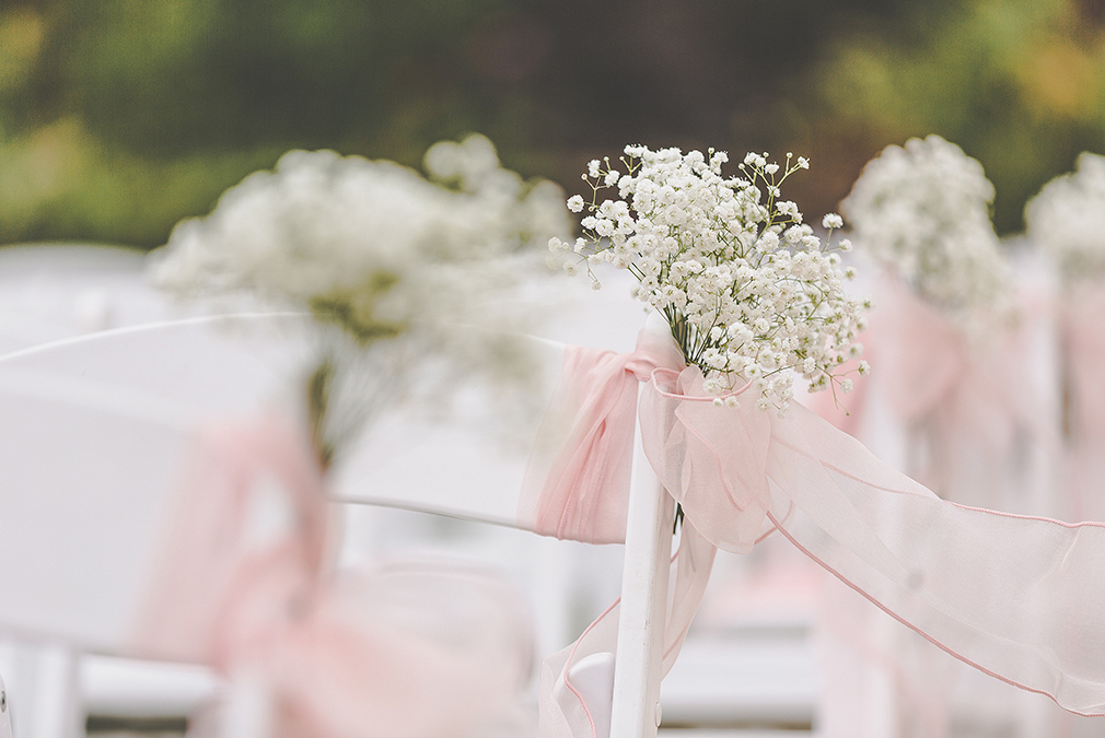 Additional wedding flowers like gypsophila can add that extra wow-factor to your outdoor wedding ceremony